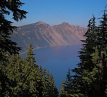 Crater Lake, Oregon by tracyallenreedy