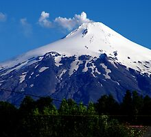 Volcano Villarrica - Not a cloud by Daidalos