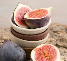 Fresh figs in bowls by Elisabeth Coelfen