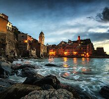 Vernazza Sunset by aaronchoi