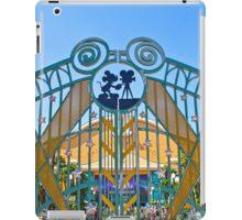 Walt Disney Studio Gates (Mickey Mouse) iPad Case/Skin