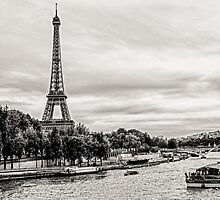 Eiffel tower by ibphotos