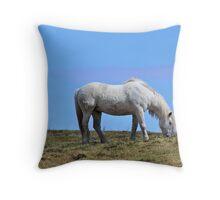 free wild graze Throw Pillow