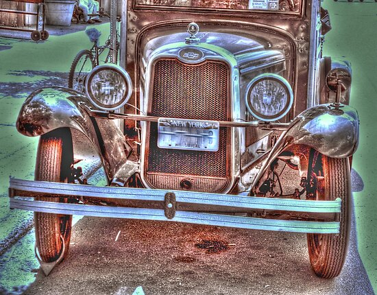 very old truck-front  by henuly1