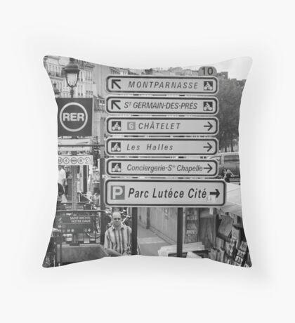 La vie à Paris Throw Pillow