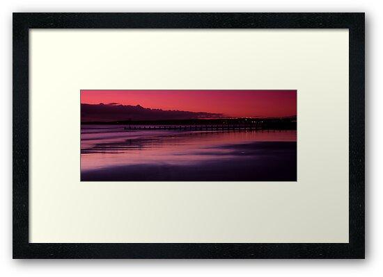 Aberdeen beach before sunrise by Gabor Pozsgai