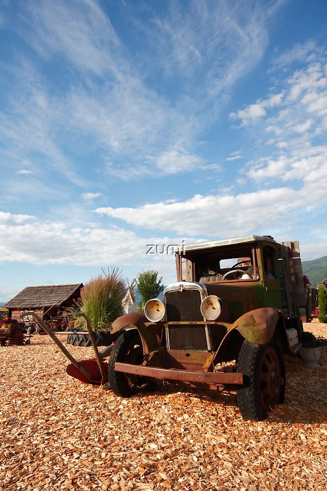 An old car by zumi