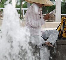 Reading in KL park, Malaysia by indiafrank