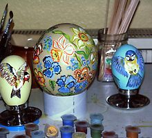 Austrich- and goose-eggs by Heidi Mooney-Hill