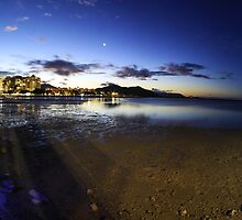 Beautiful panorma shot of The Esplanade in Cairns, Australia by Johan Larson