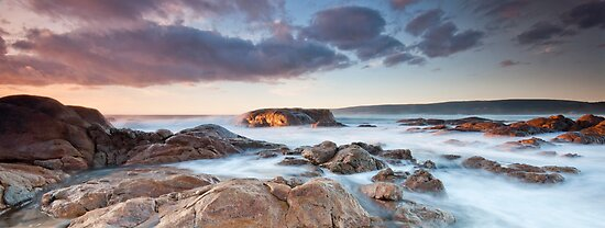 Smiths Beach - Yallingup  by Jonathan Stacey