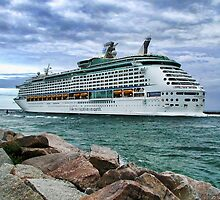 Cruise ship leaving Miami by Tarrby