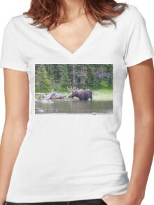 Water Feeding Moose Women's Fitted V-Neck T-Shirt