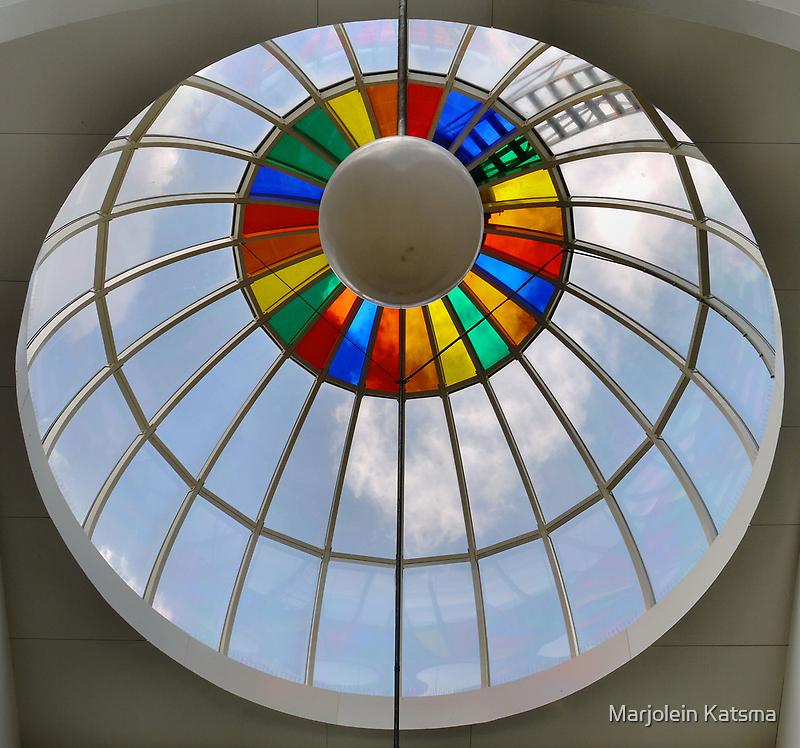 Rainbow circle up above by Marjolein Katsma