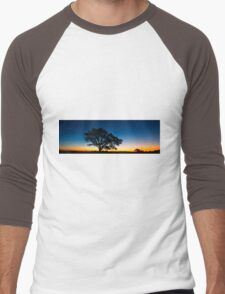 Panorama of a silhouette tree at dusk. Men's Baseball ¾ T-Shirt