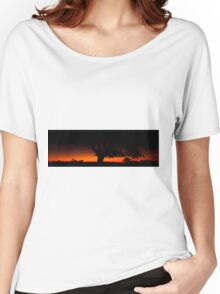 Panorama of a silhouette tree at dusk. Women's Relaxed Fit T-Shirt