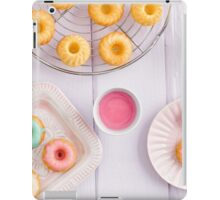 Mini bundt cakes iPad Case/Skin