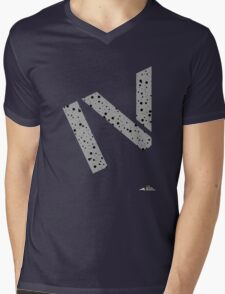 Cement splatter Roman numeral 4 T-shirt Mens V-Neck T-Shirt