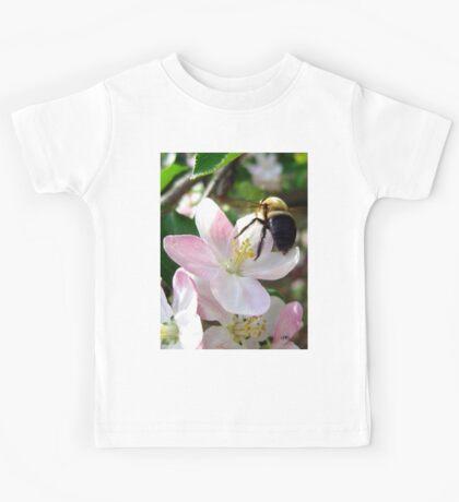 bee-utiful spring Kids Tee