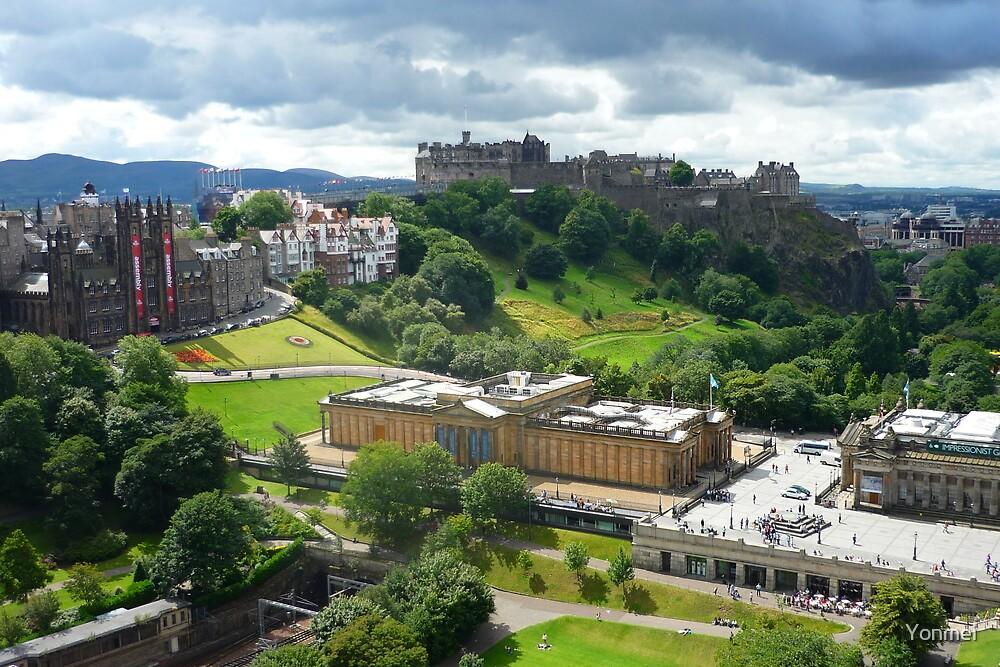 Cloud view of Edinburgh Castle by Yonmei