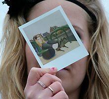 polaroid face by Amberinio