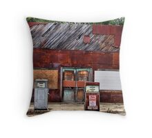 De Old Service Station Throw Pillow