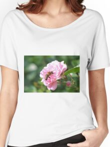 bee on a rose Women's Relaxed Fit T-Shirt