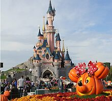 Halloween in Disneyland Paris by HeloiseDiez