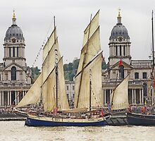 Full sail at Greenwich by Sue Purveur