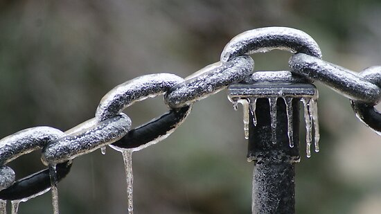 ICED - links & chains by Ruth Lambert