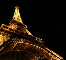 Eiffel by Defendingnoise