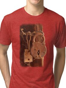 Old Rusty Shearing Shed Lock Tri-blend T-Shirt