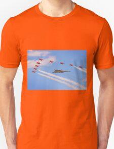 Final Vulcan Flight with The Red Arrows -  9 Unisex T-Shirt