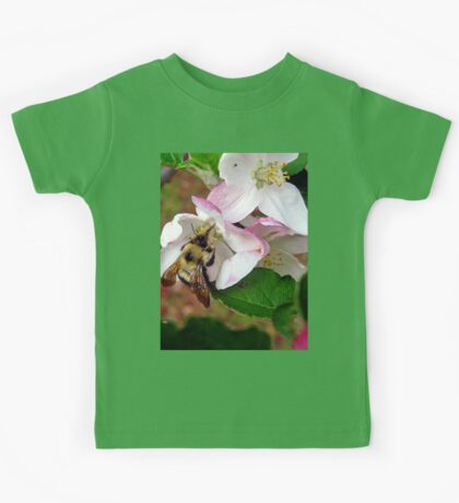 bumble bee in bliss Kids Tee