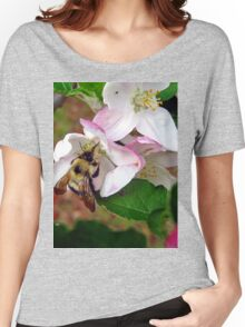 bumble bee in bliss Women's Relaxed Fit T-Shirt