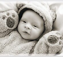 Baby Archie by tracyleephoto