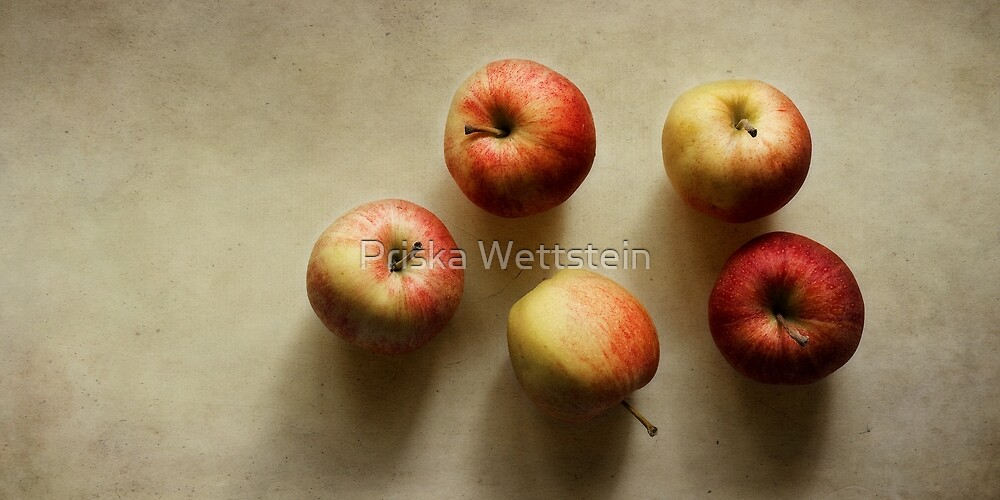 Lazy Apples by Priska Wettstein
