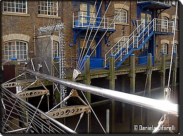 Amazing London - Docklands - A detail - (UK) by Daniela Cifarelli
