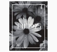b&w flower with the 1975 llogo T-Shirt