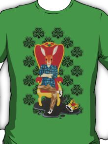 The Irish hare on the throne T-Shirt