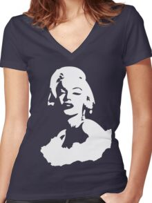 To be famous Women's Fitted V-Neck T-Shirt