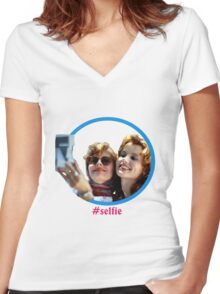 Thelma and Louise selfie - Susan Sarandon & Geena Davis Women's Fitted V-Neck T-Shirt