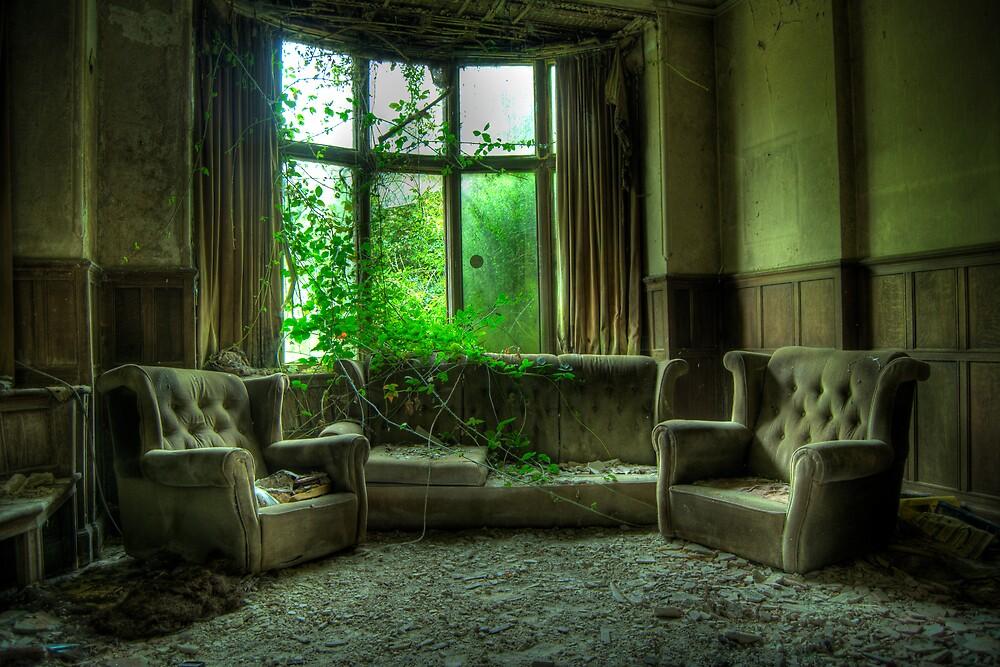 Potters Manor House - sitting room by Agnieszka  Szymczak
