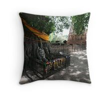 Buddha Face In Tree Throw Pillow