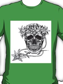 Pirate skull with flowers wreath T-Shirt