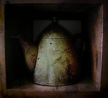 Teapot by Geraldine (Gezza) Maddrell