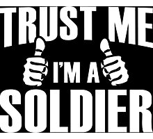 Trust Me I'm A Soldier - Tshirts Photographic Print