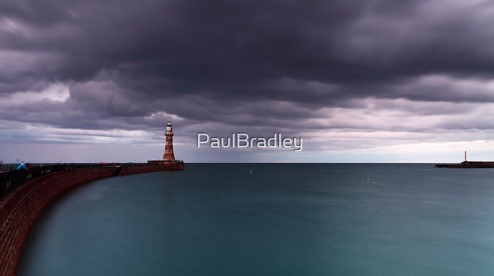 Roker Piers by PaulBradley