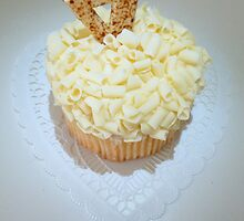 """White Chocolate Lemon Cupcake"" by franticflagwave"