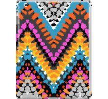 Chevron pattern wit dotted lines iPad Case/Skin